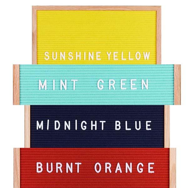 彩色的毛毡字母板